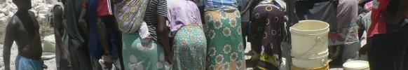 Mama karangas crowd round  – Mombasa Ke